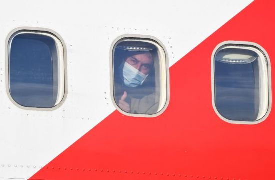 Coronavirus Behaves During Air Travel